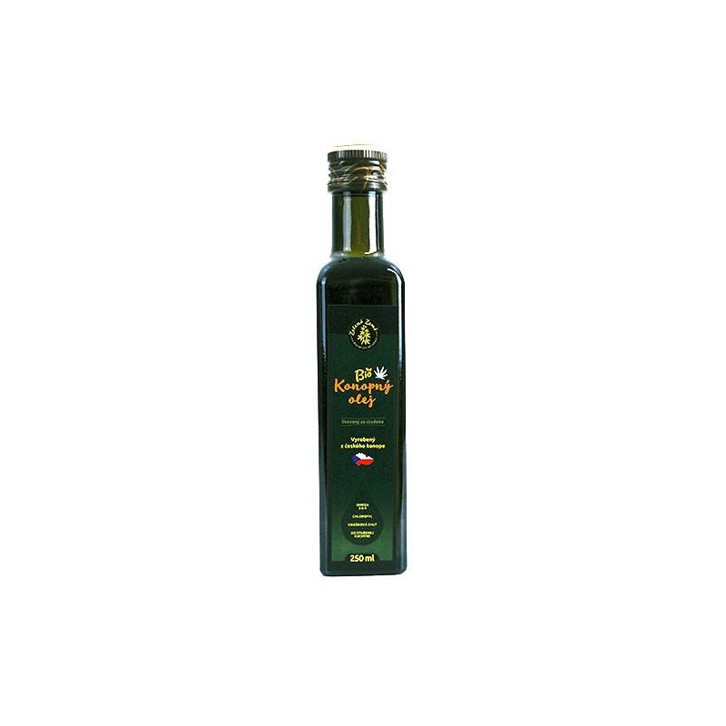 konopný olej v sklenenej fľaši